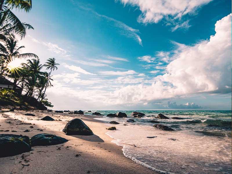 Parai Tenggiri, Pesona Indahnya Pantai Berbatu